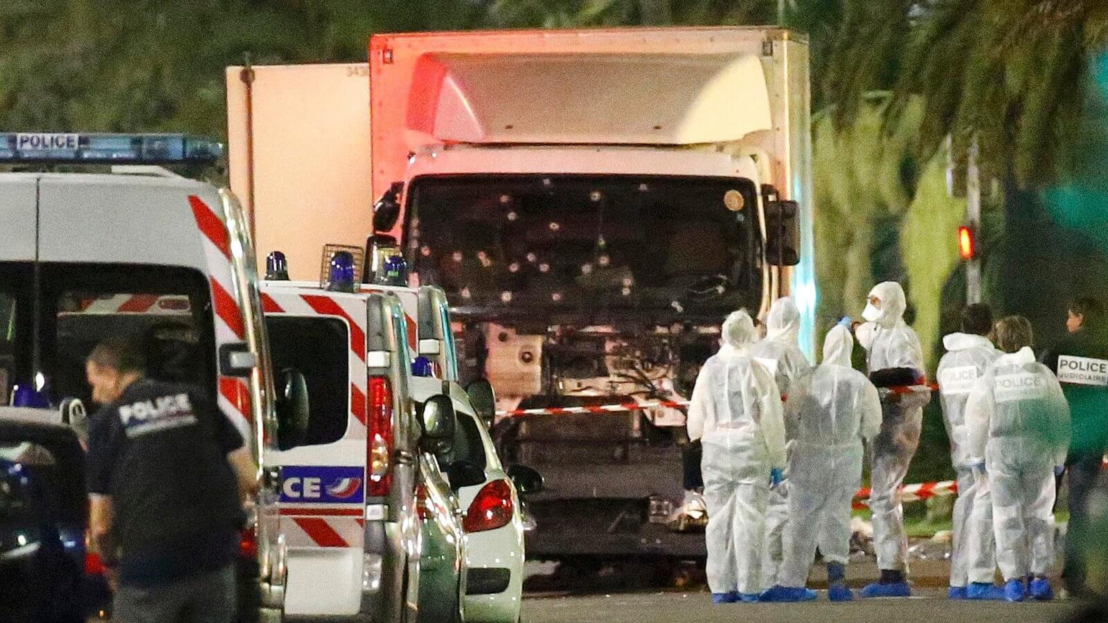 Теракт в Ницце Франция. Террорист на грузовике давил людей 14.07.2016