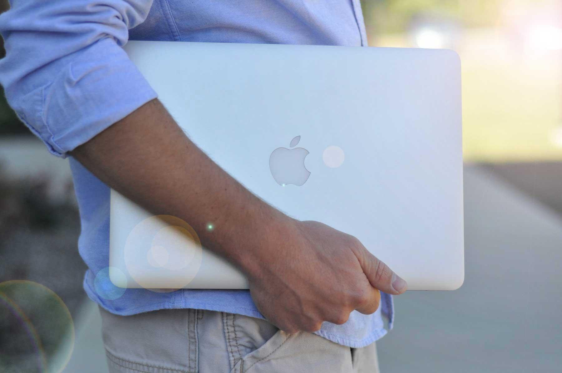 Американец хочет жениться на своем ноутбуке